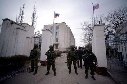 クリミア各地でロシアの旗.jpg