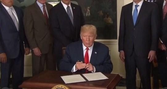 トランプ大統領対中調査.jpg