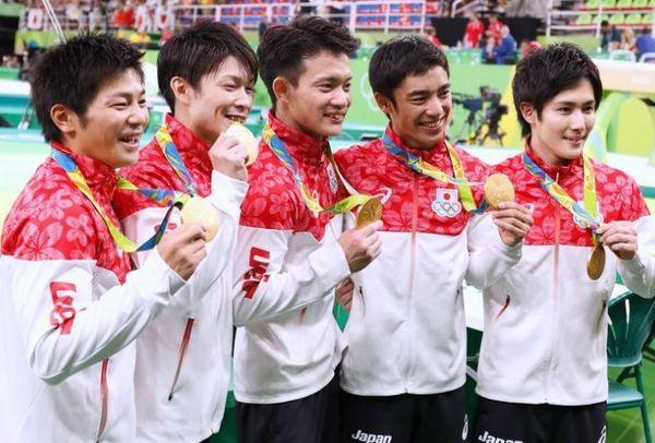 体操団体金メダル.jpg