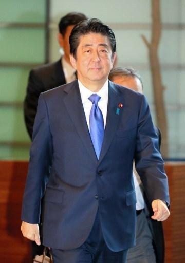 安倍首相、靖国参拝せず.jpg