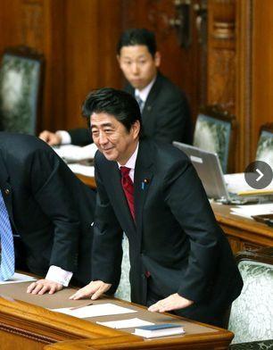 安部首相2014年予算成立.jpg
