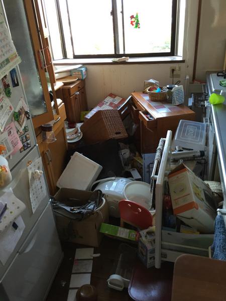 熊本地震被害画像12台所.jpg