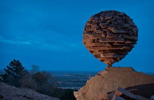 絶妙なバランスの石.jpg