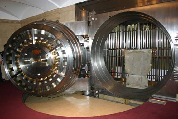 銀行の金庫.jpg